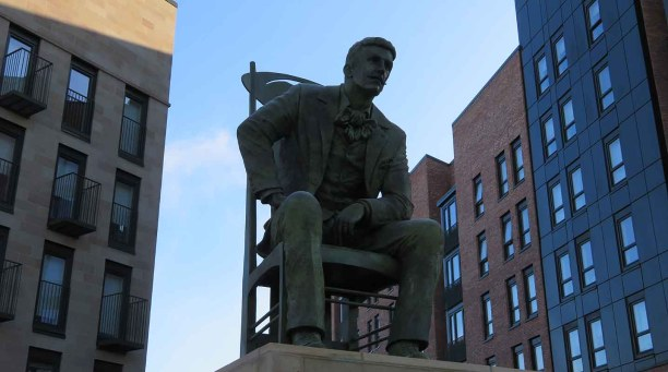 Charles Rennie MacKintosh Statue. Glasgow