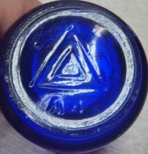 Triangles mark on base of VICKS VAPORUB jar (photo courtesy of John Rich