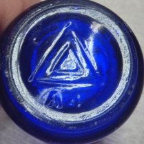 Triangles mark on base of VICKS VAPORUB jar (photo courtesy of John Rich