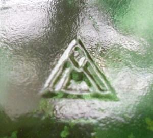 Vidriera Monterrey monogram on base of wine bottle, date coded 1956