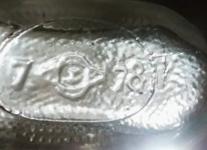 """""""Old"""" logo with what appears to be a 1978 date code. I suspect this may actually be a case in which the date code """"7"""" (for 1937) was not properly removed and an """"8"""" was added to them mold to indicate 1938(??) If this really is from 1978, it would be, by far, the newest bottle with the old Owens-Illinois logo. (Photo courtesy Duncan Lucas)"""