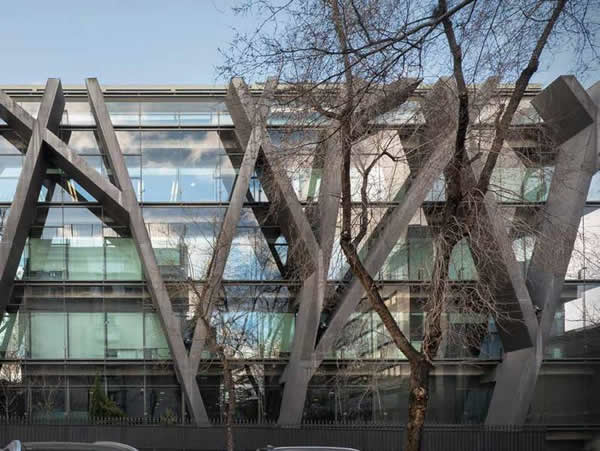 Fortuny 32 - a double-skin façade provides a more controlled environment