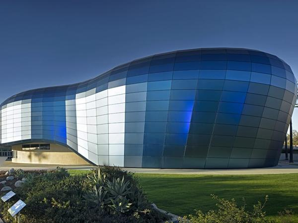 "An Iconic Glass Project ""Aquarium of the Pacific"""