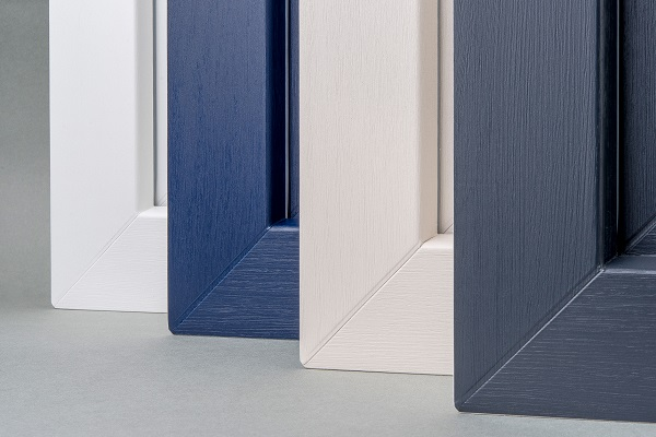 In conjunction with plain colours, the new VLF emboss is reminiscent of freshly painted solid wood.