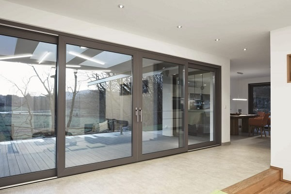 Picture credits: Schüco Polymer Technologies KG The new Schüco LivIngSlide lift-and-slide door system meets the highest standards in terms of comfort and design and benefits from efficient fabrication and installation.