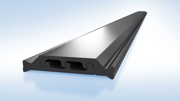 The new shear-free insulating profile minimises the bi-temperature effect and reduces the temperature-induced deformation of metal doors.