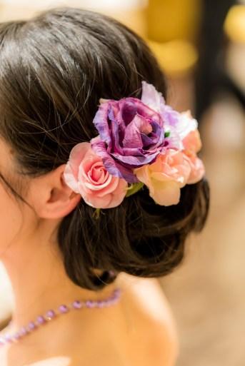 花嫁のヘアアクセサリのアップ