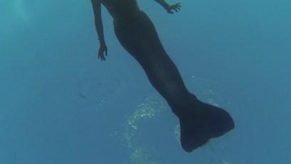 Fashion Clip Akhila Mermaid Ibiza performing without mask