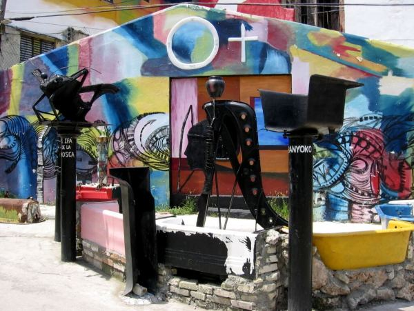 Cuba-travel-Havana-Callejon-de-Hammel-Glimpses-of-The-World