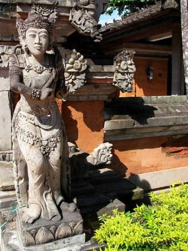 Travel-to-Bali-statue-Glimpses-of-The-World