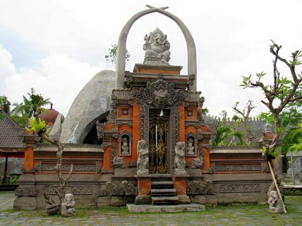 Travel-to-Bali-elephants-Glimpses-of-The-World