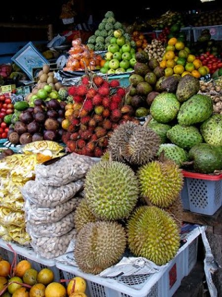 Travel-to-Bali-market-fruit-durian-Glimpses-of-The-World