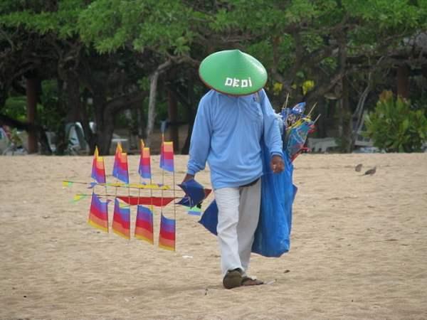 Bali-island-beach-vendor-Glimpses-of-The-World