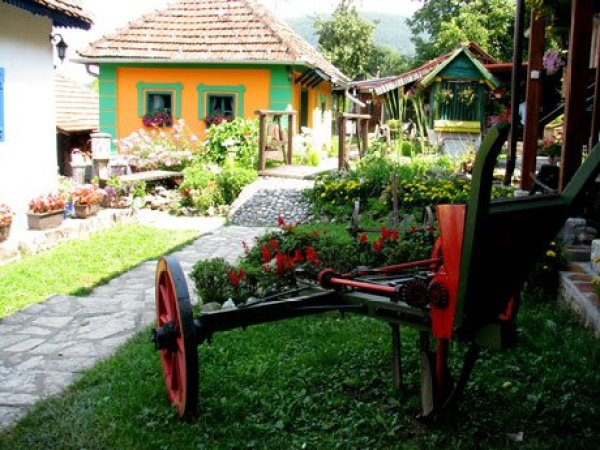 Serbia-travel-Zlakusa-village-Glimpses-of-The-World
