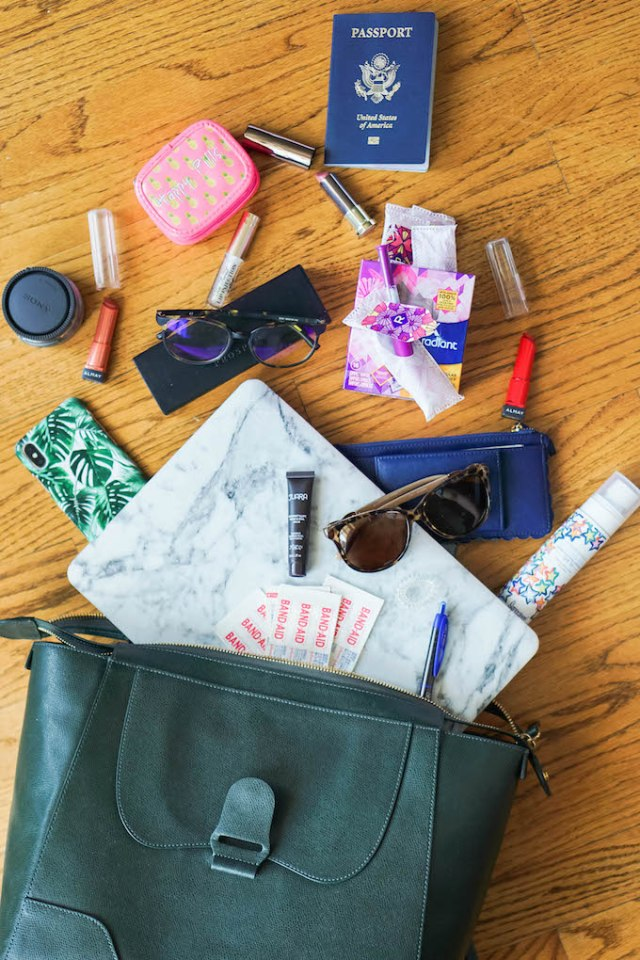 How to do a Flat Lay, How to do a Bag Spill, What's in my Bag Bag Spill, Summer Bag Spill