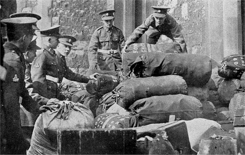 Men of the 1st Worcesters loading their bags in to the Tower of London