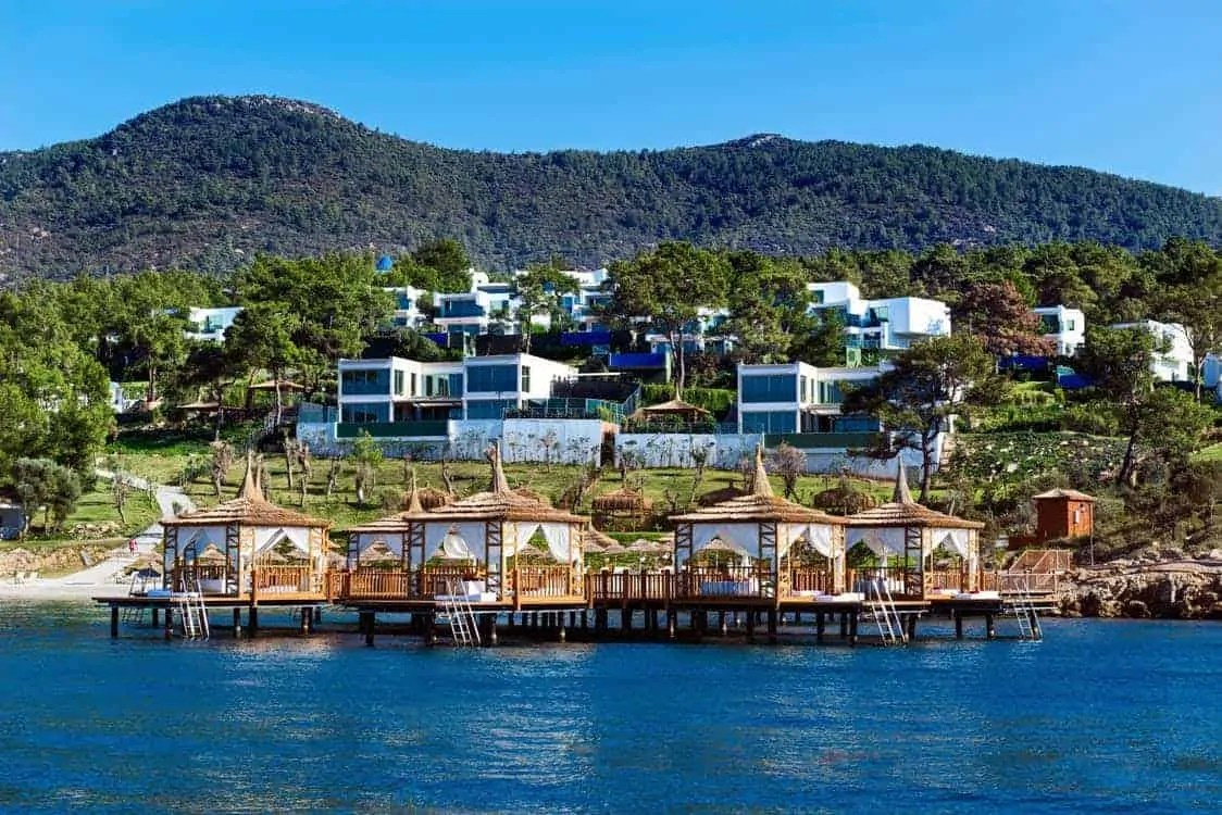 how to afford a great holiday without spending lots of money get a villa without the thrills