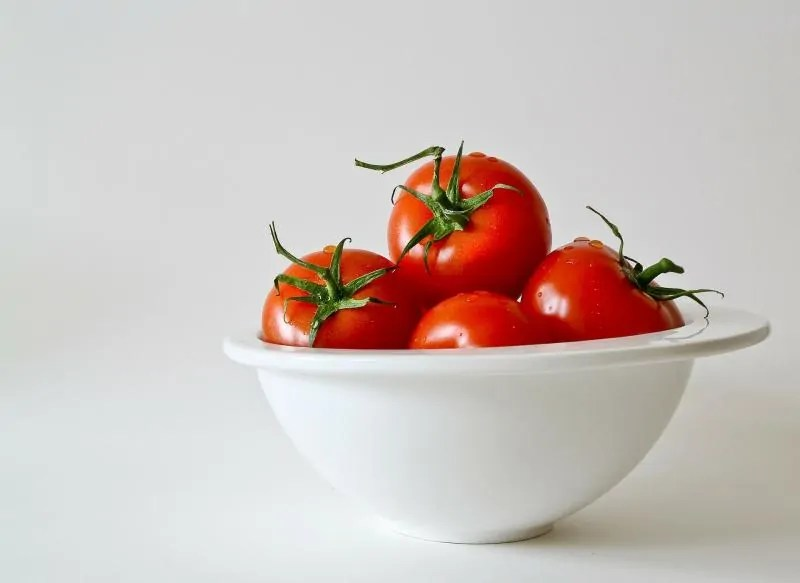 Get Glowing Skin by Changing Your Diet tomatoes