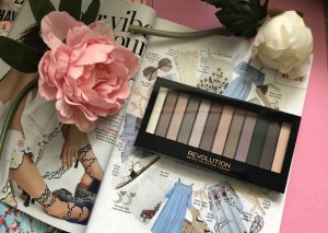 Makeup Revolution cosmetics massive makeup palette competition romantic smoked eyeshadow palette