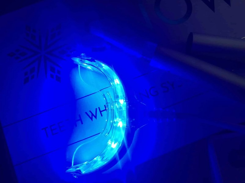 Make a great first impression with Snow teeth whitening kit led light