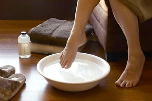 Cracked Heels Applying hot water