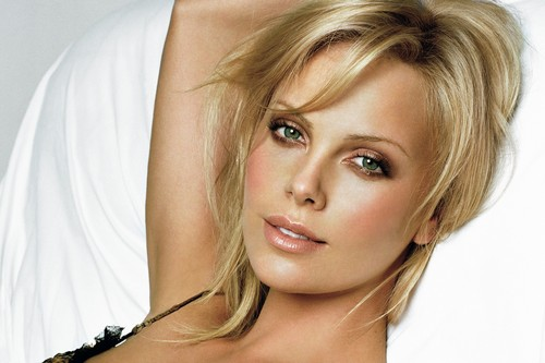 Charlize Theron cute eyes hd wallpapers