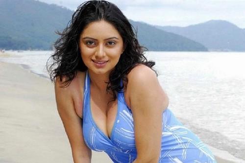 Sexy Shruti Marathe