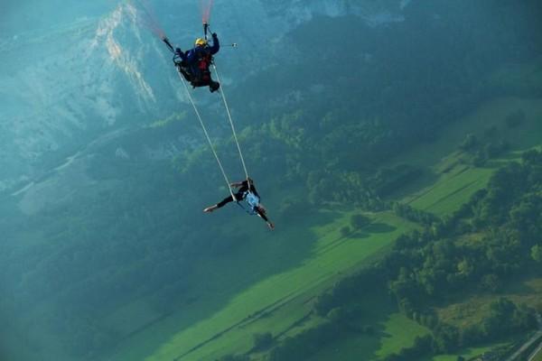 Trapeze paragliding.