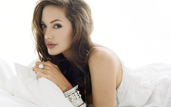 Cutest Hollywood Actress Angelina Jolie