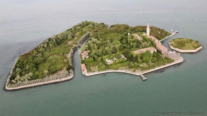 Exploring abandoned Poveglia island