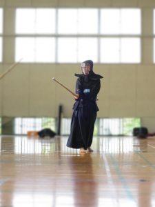 剣道をしている子供