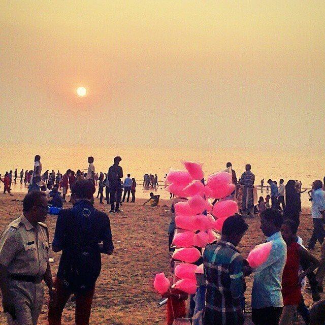 sunset on chowpatty beach mumbai