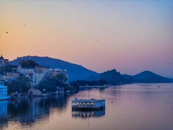 Sunrise over lake pichola in romantic Udaipur