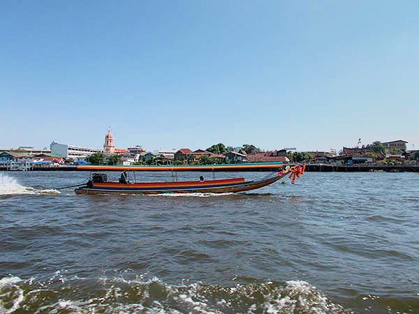 Boats along the Chao Praya River