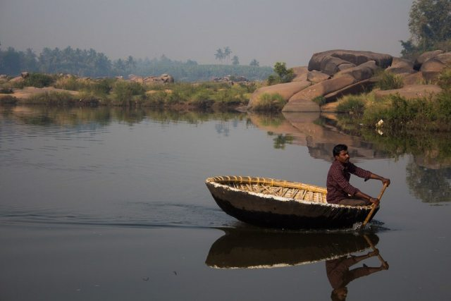Ingeniuos 'coracle' boat in Hampi