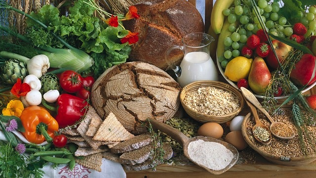 Vegetarians and vegans can still enjoy an iron-rich diet with healthy grains and vegetables.