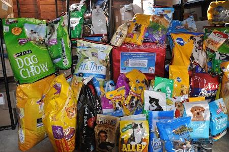 A food drive can feed a lot of hungry animals. Photo: Petsit.com