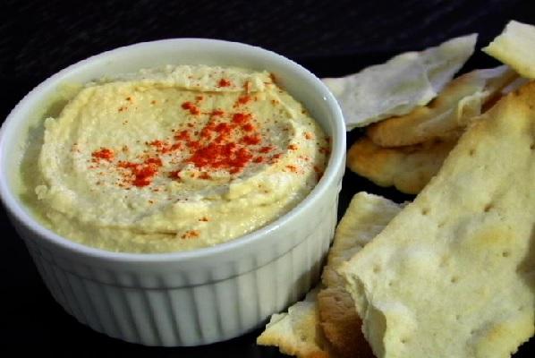 Try this lemon garlic hummus as a party snack. (VEGAN/VEGETARIAN)