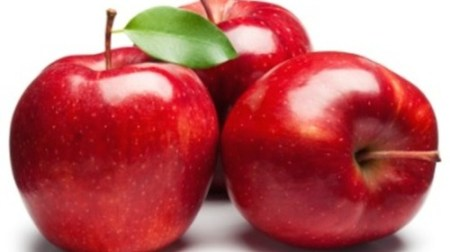 It turns out an apple a day may not keep the doctor away, unless you buy organic. EWG found 99 percent of apple samples test positive for at least one pesticide residue./Photo credit: mashable.com