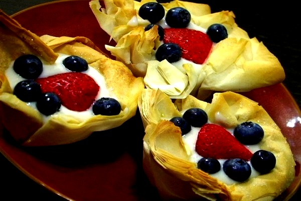 Delicious dessert fruit tarts for July 4th. (VEGAN/VEGETARIAN RECIPES)