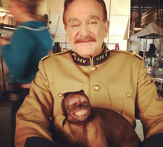 Crystal the capuchin monkey and Robin Williams smiling on the set of Night at the Museum. Photo credit: Peoplepets.com