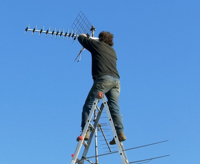 6 Reasons to hire a professional antenna installation company