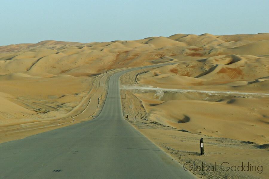 road to qasr al sarab resort