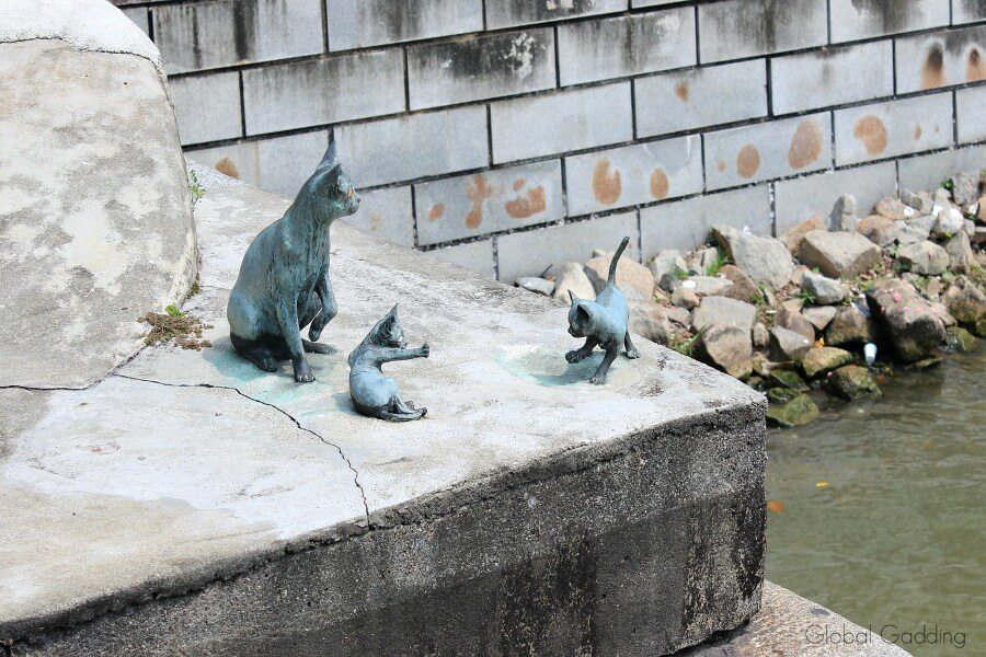 singapore art pieces cats