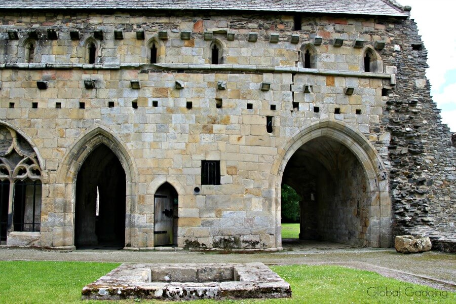 valle crucis abbey north wales