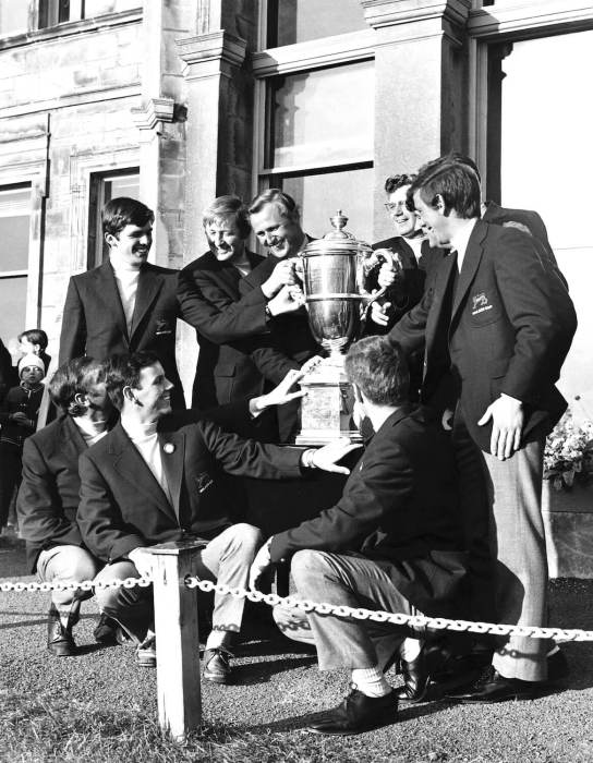 1971 GB&I Walker Cup team and trophy