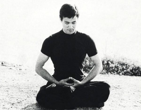Bruce-Lee-Meditating1