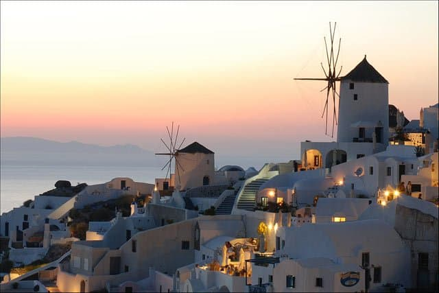 Oia, Santorini, Greece on GlobalGrasshopper.com