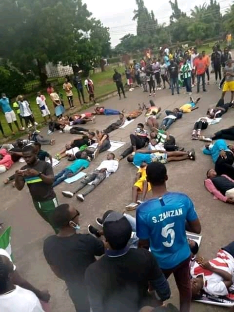 Benue State Youths Holds Endsars Protest at IBB square Makurdi
