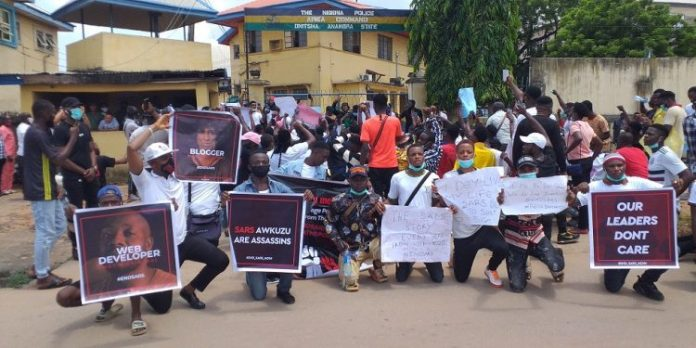 EndSARS Protesters Block Onitsha Police Area Command Gate